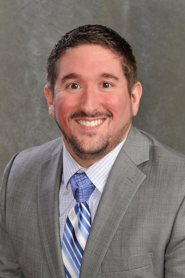 Dustin Schlabach, Financial Advisor – Edward Jones
